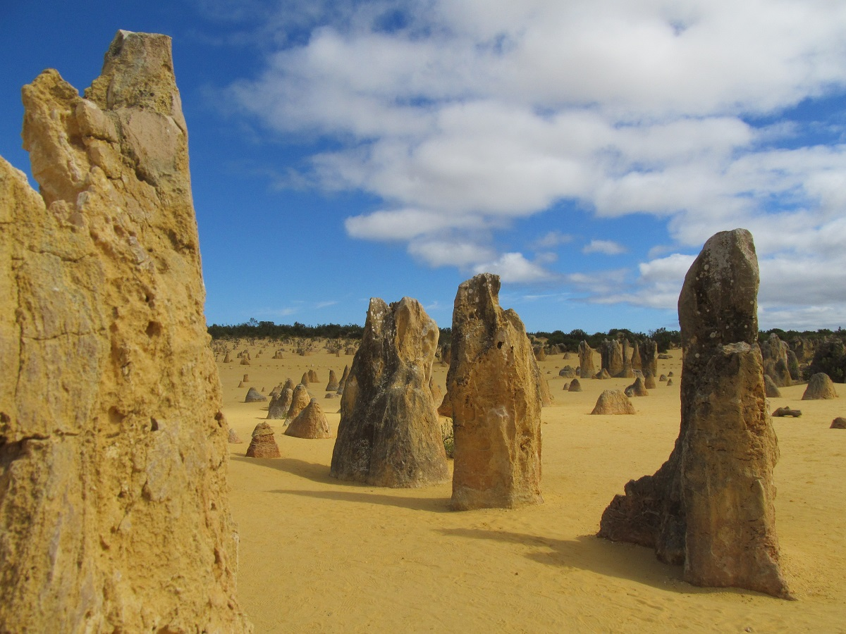 pinnacles-limestone-nambung-national-park-western-australia-cervantes
