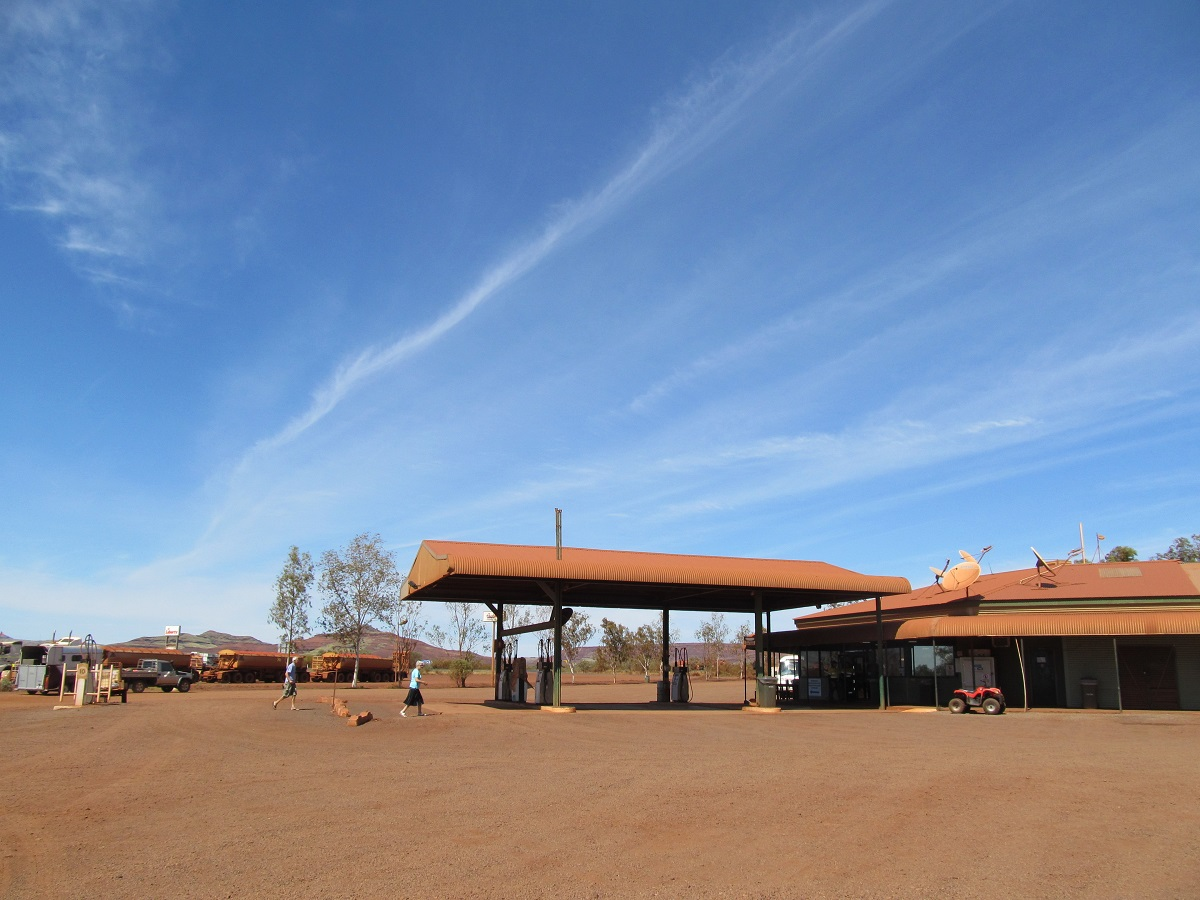 Roadhouse-gas-station-western-australia-outback