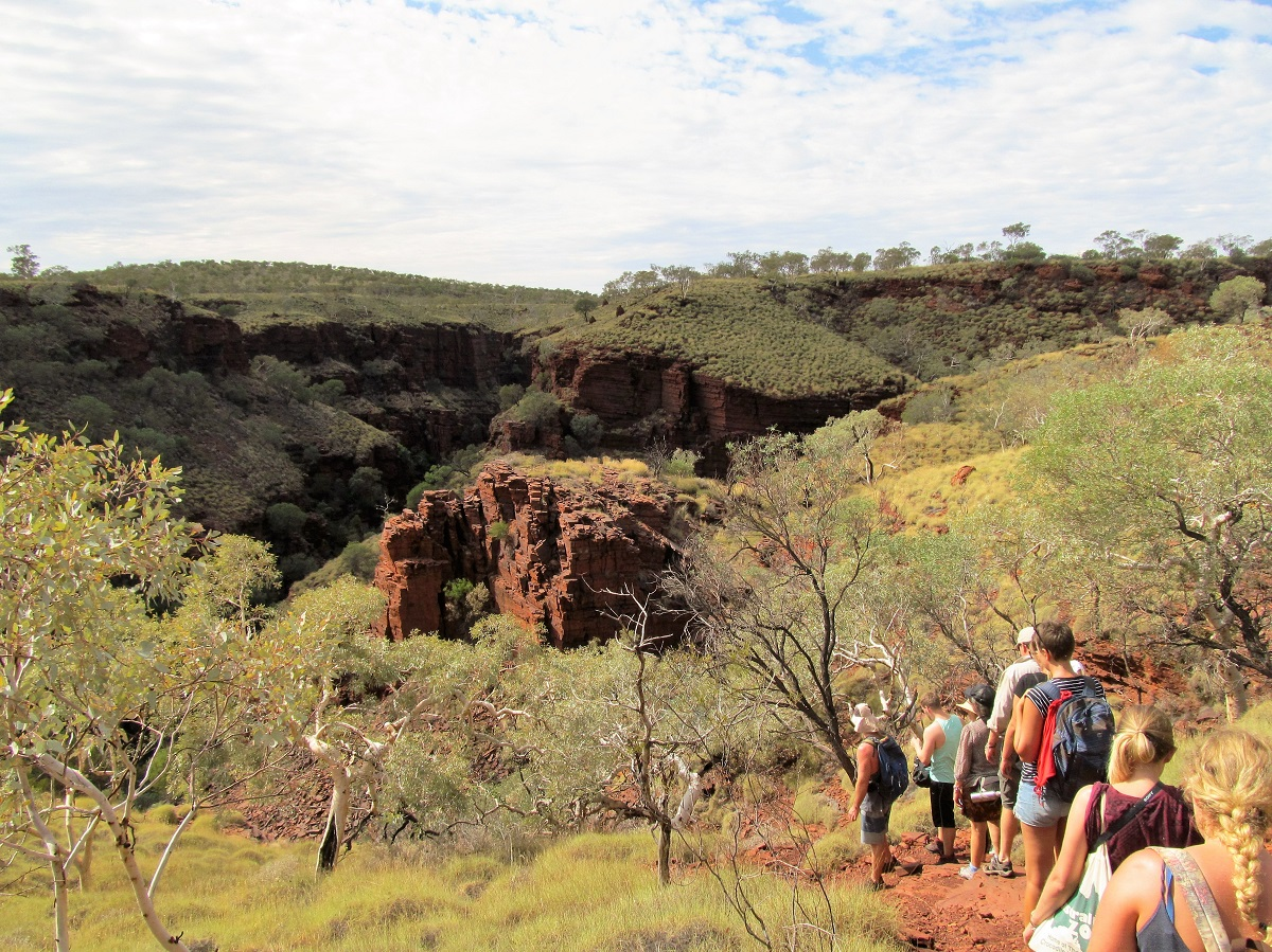 Karijini-national-park-western-australia-gorge-hiking