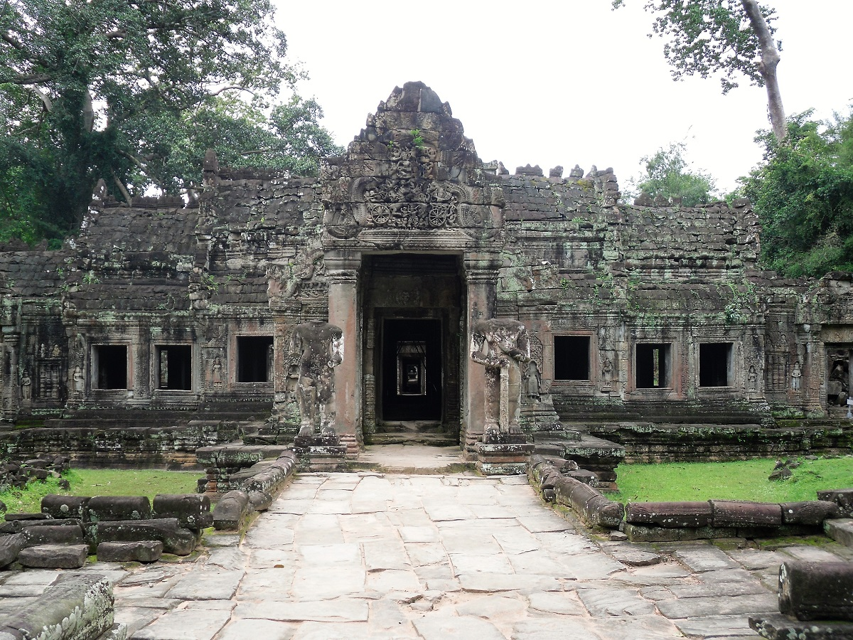 Cambodia Ankor Wat temple solo female travel